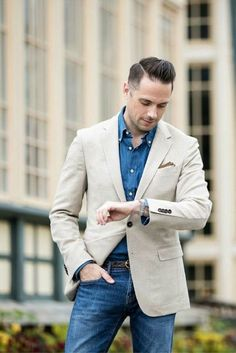 Business casual combo inspiration with a denim jeans denim button collar shirt cream blazer brown linen lined pocket square watch brown leather belt model unknown. Chambray, Mens Fashion Blog, Fashion Trends, Fashion Hacks, Fashion Tips, Fashion Fashion, Blazer Outfits Men, Men Blazer, Blazer Jacket