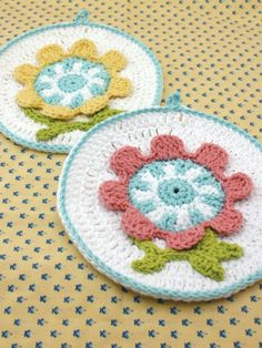 Spring Flower Dishcloth. ☀CQ #crochet   http://www.pinterest.com/CoronaQueen/crochet-leaves-and-flowers-corona/