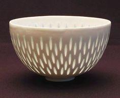Rice bowl design Friedl Holzer-Kjellberg 1955 executed by Arabia / Finland Pottery Bowls, Ceramic Bowls, Ceramic Pottery, Pottery Art, Ceramic Art, Stoneware, Porcelain Vase, White Porcelain, Porcelain Jewelry