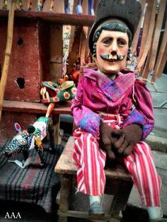 Wood Puppet, Antigua Guatemala./Marioneta de madera Antigua Guatemala.