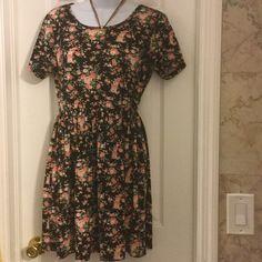 """F21 floral dress 33.5"""" long from shoulder,floral print dress Forever 21 Dresses Midi"""
