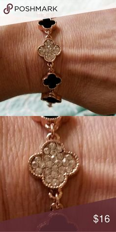 Fashion Clover Bracelet, Luck Bracelet,  Unique Style : Fashion Color : Gold and Black Gender : Women,Girl Item Type : Bracelet Metals Type : Alloy Shape\Pattern : Plant Jewelry Bracelets