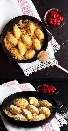 Austrian pot dumplings (curd cheese nocken) recipe www. Diet Recipes, Vegetarian Recipes, Chicken Recipes, Austrian Recipes, Dumplings, Fun Desserts, Food And Drink, Easy Meals, Tasty