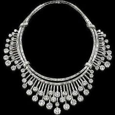 Time to put on your custom #diamonddroolbib!  repost from @mm_mucevhermagazin By #Chaumet #diamonds #necklace