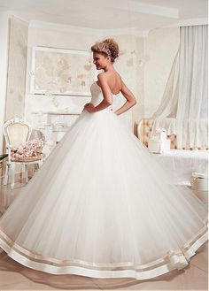 Stunning Tulle Strapless Neckline Ball Gown Wedding Dress With Lace Appliques