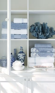 The ultrasoft Blythe Two-tone Sculpted Towel creates color dimension with a sculpted two-tone damask pattern.