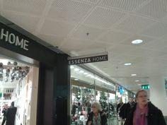 Essenza home. Niet uit het logo te halen wat voor winkel het is. Maar wel luxe uitstraling.