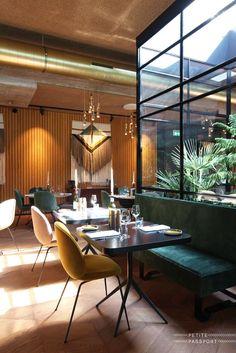 The Lobby Fizeaustraat | Fizeaustraat 2 | 1097 SC Amsterdam | (+31) 20-7585275  Cafe/Restaurant/Bar The Lobby Fizeaustraat zit op de begane grond van Hotel V fizeaustraat op een verrassende nieuwe locatie in een nog onontdekt deel van Amsterdam Oost: vlakbij het Amstelstation, met zicht op de Amstel-skyline. Dit prachtige pand, ontworpen in de jaren '70 door Piet Zanstra, heeft 12 jaar lang leeg gestaan voordat wij het vonden en er verliefd op werden.