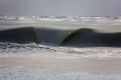 Fotógrafo registra ondas congeladas pelo frio extremo e o resultado é incrível | Universo Inteligente