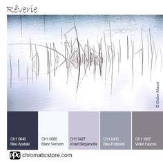 Une palette de #mauves qui se conjuguent parfaitement pour créer une atmosphère ouatée propice à la rêverie. www.chromaticstore.com