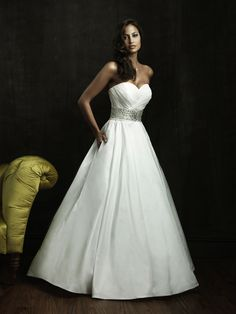 Wedding Dress with hidden pockets to hold such things as lip gloss or tissues