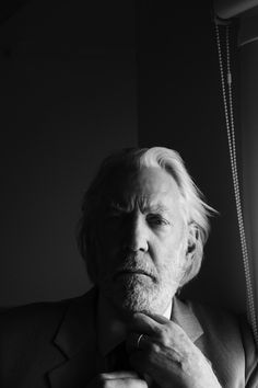 Donald Sutherland by Kurt Iswarienko I love this photo, Kurt has a great eye. Donald is awesome.Saw him in a play years ago in Toronto ( Enigma Variations), he was simply brilliant. Donald Sutherland, Actor Studio, Hollywood Men, Famous Faces, Famous Men, Famous Musicians, Face Photography, Celebrity Portraits, Portrait Inspiration