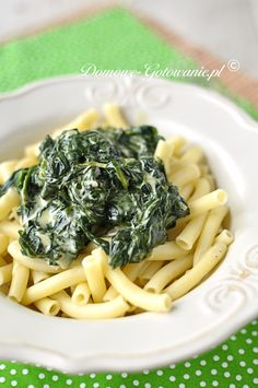 Pasta with spinach and feta cheese Pasta with spinach in a cream cheese sauce. A very fast dish, but very healthy. Spinach Pasta, Spinach And Feta, Feta Pasta, Cream Cheese Sauce, Macaroni And Cheese, Food And Drink, Vegan, Dishes, Cooking