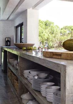 Prachtig kookeiland van beton #inspiratie #spanje #villafaboosh