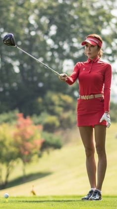 What Is the Correct Golf Swing? Golfers the world over are always in search of the perfect golf swing or the right golf swing. Golf Outfit, Sexy Golf, Girls In Mini Skirts, Womens Golf Shoes, Golf Humor, Golf Fashion, Ladies Fashion, Ladies Golf, Women Golf