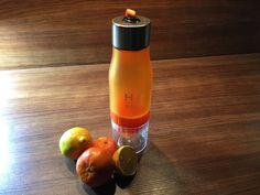 H2O 650ml Wasser-Trinkflasche mit integrierter Zitruspresse, orange - Stelle Dir dank integrierter Zitruspresse leckeres Wasser für unterwegs her. Direkt in der Flasche.