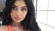 Te mostramos algunos ejemplos del estilo de Kylie Jenner que se vuelve tendencia en las redes sociales: http://www.adoleteen.com/entretenimiento/kylie-jenner-y-estilo-son-tendencia/