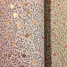 Småmönstrade Soho från nya tapetkollektionen New York Stories från Sandberg. Inspirational Wallpapers, Beautiful Patterns, Soho, New Homes, Curtains, Summer Houses, Interior, Painting, Rum