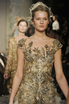 fortheloveofsequins:    One of my fave Marchesa dresses!