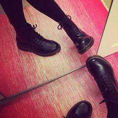 Dr Martens Black 8 Tie Boots @schuhpr