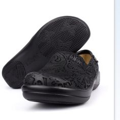 Alegria Keli Black Embossed Paisley Professional slip on nursing shoes featuring black embossed paisley design.  Elastic instep allows for secure fit. Stain proof leather coating.     Worn maybe 2 times.   I just wear tennis shoes more to work. Nothing wrong with them.  Price is firm.  These are like new. Alegria Shoes