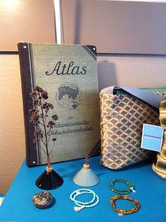 """Etui """"gelesen"""", Taschen """"ausgeführt"""", Vasen aus Malmö und Edelsteinarmbänder von Vara Zumstein Vases, Gems, Armband"""