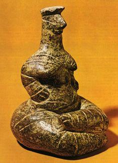 neolithic steatopygous figurine seated goddess from kato chorio crete steatite Sacred Feminine, Divine Feminine, Historical Artifacts, Ancient Artifacts, Ancient Aliens, Ancient History, Minoan Art, Ancient Goddesses, Creta
