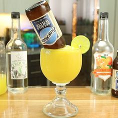 Try These Tasty New Margarita Recipes From Tipsy Bartender Mango Cocktail, Cocktail Drinks, Fun Drinks, Yummy Drinks, Alcoholic Beverages, Cocktails, Blue Moon Beer, Mango Margarita, Cocktail