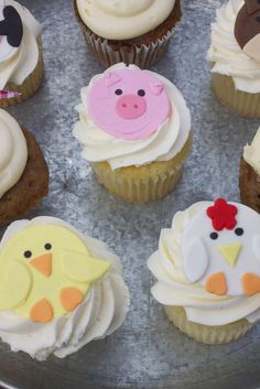 Down on the Farm Birthday Party Ideas Farm Animal Birthday, Farm Birthday, Birthday Ideas, Barnyard Cake, Farm Cake, Farm Animal Cupcakes, Animal Cakes, Cupcake Frosting Recipes, Cupcake Cakes