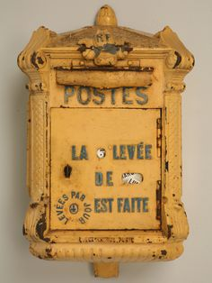 Antique French Mailbox : the real old French mailboxes were dark blue. And I guess this one has been re-painted ! It has an old frame but the 60's yellow !
