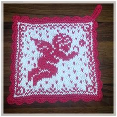 Englemor: Dobbel gryteklut med engle- og hjertemotiv Knitting Charts, Knitting Patterns, Crochet Patterns, Crochet Potholders, Knit Crochet, Homer Decor, Crochet Kitchen, Christmas Hat, Double Knitting