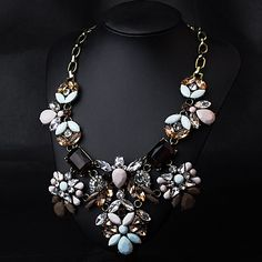 Jewelry : wholesale fashion clothing, wholesale lots of low price clothing.