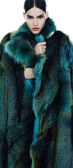 Sasha Luss, Fei Fei Sun, Vanessa Moody for Harper's Bazaar Spain October photographed by Txema Yeste Fur Fashion, Fashion Week, High Fashion, Winter Fashion, Vanessa Moody, Fabulous Furs, Harpers Bazaar, Winter Coat, Editorial Fashion