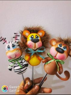 Foam Crafts, Diy And Crafts, Crafts For Kids, Pencil Toppers, Rose Art, Pasta Flexible, Gourds, Polymer Clay, Projects To Try