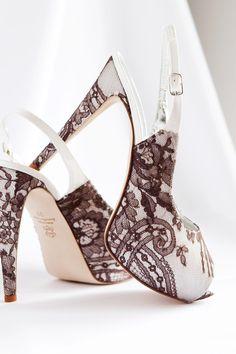 Zapatos de novia 2014: Metalizados, encaje y pedrería ¡Estoy como loca con algunos diseños! #zapatos #zapatosdenovia #weddingshoes #lace