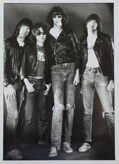 delisandwich:  Ramones •suicidewatch