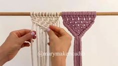 DIY Macrame - Hiding cords - DIY Macrame – Hiding cords Informations About DIY Macrame – Hiding cords Pin You can easily use - Macrame Projects, Diy Projects, Sewing Projects, Cordon Macramé, Decoration Evenementielle, Macrame Wall Hanging Patterns, Free Macrame Patterns, Macrame Cord, Macrame Bag
