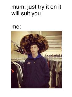 He looks like my cousin in this pic Shawn Mendes Memes, Chon Mendes, Shawn Mendes Wallpaper, Mendes Army, Shawn Mendez, Magcon Boys, Reaction Pictures, Celebs, Celebrities