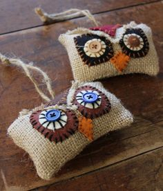 Such cute little owl ornaments! Set of two ornaments. Made of burlap and wool blend felt. Hand-stitched applique and vintage buttons for eyes. Burlap Ornaments, Handmade Ornaments, Burlap Projects, Burlap Crafts, Burlap Christmas, Christmas Crafts, Burlap Owl, Sewing Crafts, Sewing Projects