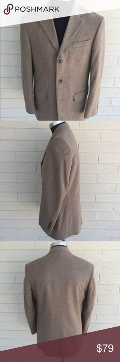 Oscar De La Renta Cashmere Wool Sport Coat Sz 40R This coat is so elegant, stylish! Fashion at its finest! Perfect weather to pair this with some nice denim jeans, slacks or some couderoys! This 3 button jacket is in impeccable shape looks new! Won't be disappointed! Size 40R Oscar de la Renta Suits & Blazers Sport Coats & Blazers