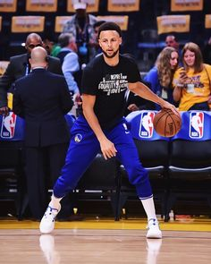 Stephen Curry Basketball, Nba Stephen Curry, Nba Players, Basketball Players, Stephen Curry Wallpaper, Curry Nba, S Spa, Good Morning Love, Sports Wallpapers