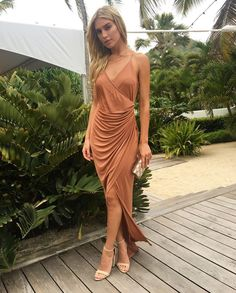 Os vestidos das convidadas do casamento de Helena Bordon em St Barth - Vogue | News