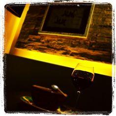 Un buen vino malbec argentino para disfrutar. #Padgram Vino Malbec, Alcoholic Drinks, Beverages, Chefs, Red Wine, Foods, Instagram, Dishes, Desserts