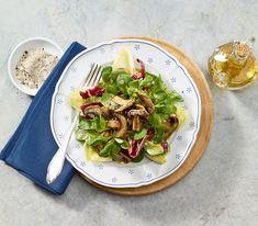 Im Winter muss es nicht immer deftig sein. Es darf auch wieder einmal ein Salat aufgetischt werden mit einem schön sämigen Dressing.