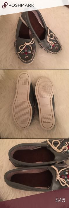 NEW AUTH minnetonka leather beaded moccassins brand new, never been worn. grey leather with beaded detail. white soles. Minnetonka Shoes Moccasins