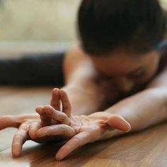 • Dove c'è Yoga c'è Consapevolezza • 🙏🏻💫🌟 #yogaeverydamnday #yogaverona #lauraroveri #officinadelbenesserelauraroveri #officinadelbenessere #yogachallenge #studioyogaverona #consapevolezzadisè #consapevolezza❗