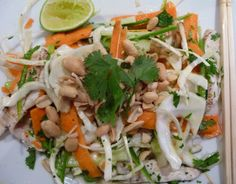 Zingy, salty and fresh! Dessert Salads, Appetizer Salads, Asian Recipes, Healthy Recipes, Ethnic Recipes, Asian Foods, Healthy Foods, Chicken Salas, Cambodian Food