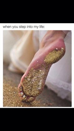 a trail of glitter.I wonder if you could do this in wet cement? It would be great to have each child with a different color glitter, walk the path! Bling Bling, Gold Aesthetic, Aesthetic Vintage, Glamour, Sparkles Glitter, Glitter Toes, Glitter Hair, Glitter Eyeshadow, Glitter Makeup