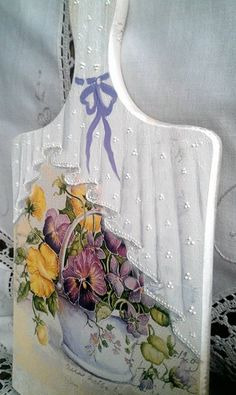 me ~ Meat Board Upcycled Crafts Upcycled Crafts, Diy And Crafts, Decoupage Vintage, Decoupage Paper, Lace Painting, China Painting, Painting On Wood, Country Paintings, Pallet Art