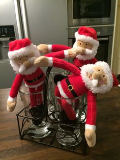 Having friends over , we even do the cleaning up. Christmas Feeling, Cleaning Service, Clean Up, Elf On The Shelf, Advent, Festive, Holiday Decor, Friends, Home Decor